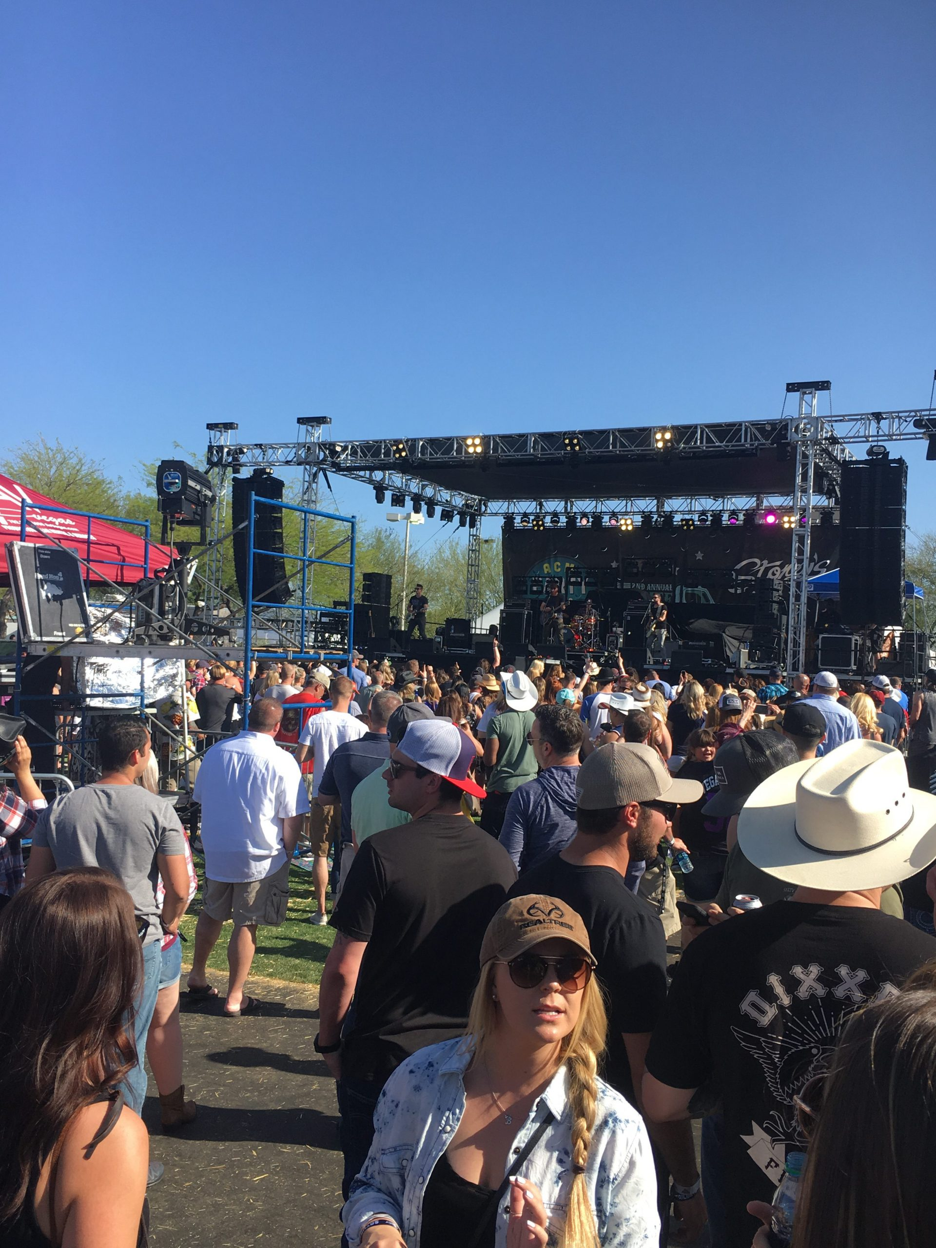 ACM Tailgate for a Cause drew thousands of music lovers on ACM weekend